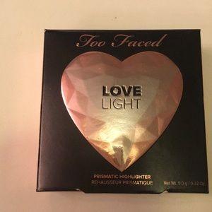 Too Faced Love Light Highlighter